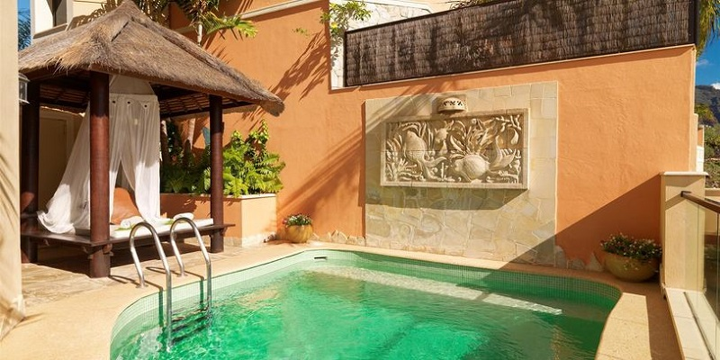 Majestic villa royal garden villas villa in costa adeje for Decor international tenerife