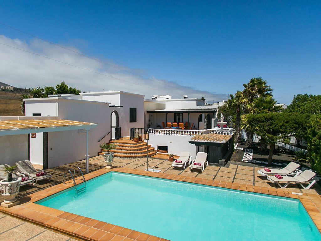 Kitchen island with electric hob - Villa Nicole Villa In Macher Lanzarote