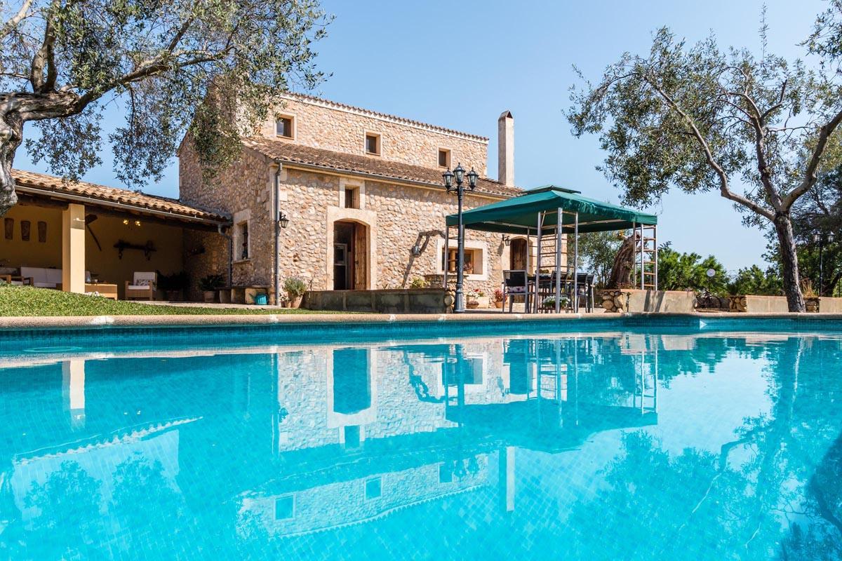Holiday villas in pollensa mallorca for Holiday villas mallorca